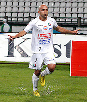 MANIZALES-COLOMBIA-02 -11-2013 : Edwards Jimenez del Once Caldas celebra su gol convertido contra el Deportes Quindio , durante partido por la fecha 17 de la Liga Postobon II-2013 ,jugado en el estadio Paologrande de  la ciudad de Manizales./Once Caldas Jimenez Edwards celebrates his goal against Deportes Quindio become, during party by the date 17 of the League Postobon II-2013, played at the stadium Paologrande city of Manizales..Photo:VizzorImage / Santiago Osorio / Stringer