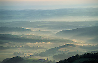 Europe/France/Aquitaine/64/Pyrénées-Atlantiques/Barcus: Levée de brume sur la Soule depuis la Madeleine