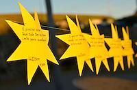 SÃO PAULO, SP, 17.07.2016 - HOMENAGEM-TAM - Estrelas de papel foram colocadas no Memorial 17 de Julho em São Paulo, para lembrar os 9 anos da queda do avião da TAM JJ-3054, que matou 199 pessoas . (Foto: Levi Bianco\Brazil Photo Press)