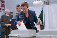 Woman casts her vote during the European Parliamentary election in Budapest, Hungary on May 26, 2019. ATTILA VOLGYI