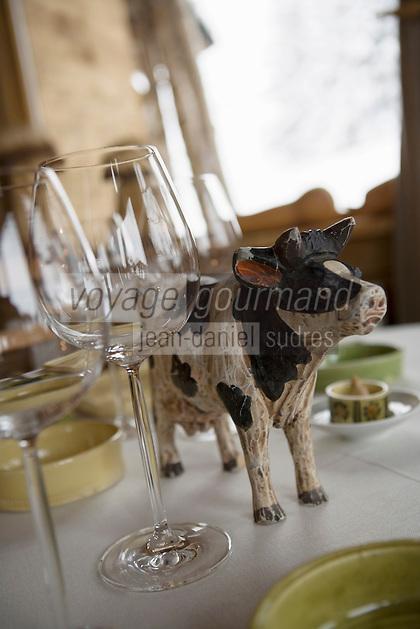 """Europe/France/Rhone-Alpes/73/Savoie/St-Marcel: Hotel-restaurant """"La Bouitte"""" détail décoration d'une table dressée"""