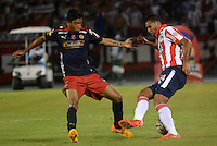 BARRANQUIILLA -COLOMBIA-21-05-2015: Felix Noguera (Der) del Atlético Junior disputa el balón con Christian Marrugo (Izq) jugador de Independiente Medellin durante partido de ida por los cuartos de final de la Liga Águila I 2015 jugado en el estadio Metropolitano Roberto Meléndez de la ciudad de Barranquilla./ Felix Noguera (R) player of Atletico Junior vies for the ball with Christian Marrugo (L) player of Independiente Medellin during the first leg match for the final quarters of the Aguila League I 2015 played at Metropolitano Roberto Melendez stadium in Barranquilla city.  Photo: VizzorImage/Alfonso Cervantes/Cont