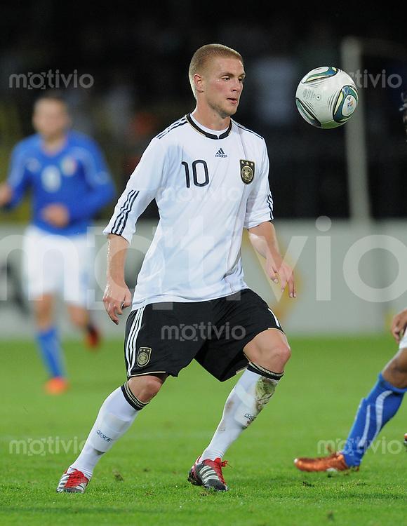 FUSSBALL INTERNATIONAL Laenderspiel U 20   05.10.2011 Deutschland - Italien Florian Trinks (Deutschland) am Ball