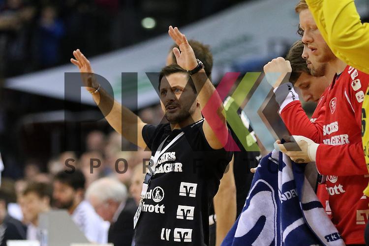 Flensburg, 05.04.2015, Sport, Handball, DKB Handball Bundesliga, Saison 2014/2015, GWD Minden - SG Flensburg-Handewitt : Ljubomir Vranjes (SG Flensburg-Handewitt Trainer)<br /> <br /> Foto &copy; P-I-X.org *** Foto ist honorarpflichtig! *** Auf Anfrage in hoeherer Qualitaet/Aufloesung. Belegexemplar erbeten. Veroeffentlichung ausschliesslich fuer journalistisch-publizistische Zwecke. For editorial use only.