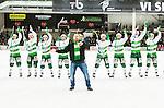 V&auml;ster&aring;s 2015-03-04 Bandy SM-Semifinal 3 V&auml;ster&aring;s SK  - Villa Lidk&ouml;ping BK :  <br /> V&auml;ster&aring;s spelare jublar med en supporter efter matchen mellan V&auml;ster&aring;s SK  och Villa Lidk&ouml;ping BK <br /> (Foto: Kenta J&ouml;nsson) Nyckelord:  Bandy SM SM-Semifinal Semifinal Slutspel Elitserien ABB Arena Syd V&auml;ster&aring;s SK VSK Villa Lidk&ouml;ping jubel gl&auml;dje lycka glad happy supporter fans publik supporters