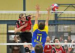 2015-10-24 / volleybal / seizoen 2015-2016 / Geel - Elen / Put (l) (Geel) slaat voorbij het blok van Aussems (r) (Elen)