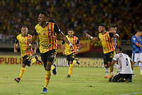 PEREIRA - COLOMBIA, 22-11-2019: Jorge Ivan Posada del Pereira celebra después de anotar el primer gol de su equipo durante partido de ida por la final del Torneo Águila 2019 II entre Deportivo Pereira y Boyacá Chicó jugado en el estadio Hernán Ramírez Villegas de la ciudad de Pereira. / Jorge Ivan Posada of Pereira celebrates after scoring the first goal of his team during second leg final match for the Aguila Tournament 2019 II between Deportivo Pereira and Boyaca Chico played at the Hernan Ramirez Villegas stadium in Pereira city.  Photo: VizzorImage/ Mauricio Ortiz / Cont