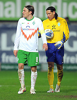 FUSSBALL   1. BUNDESLIGA  SAISON 2011/2012   18. Spieltag 1. FC Kaiserslautern - SV Werder Bremen        21.01.2012 Clemens Fritz (li.) mit Torwart Tim Wiese (SV Werder Bremen)