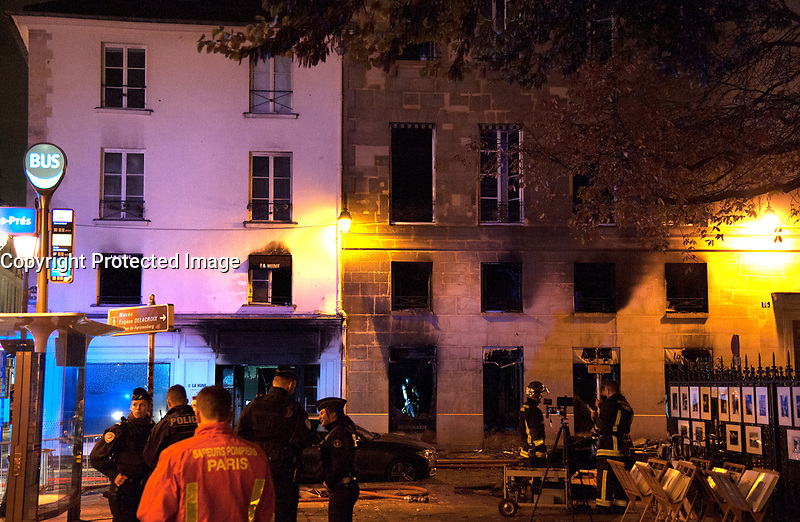 Nnvember 16 2017 PARIS FRANCE Spectacular Fire at the Mythical Book Store la Hune on rue de L'Abbaye Paris. # INCENDIE DANS L' ANCIENNE LIBRAIRIE LA HUNE