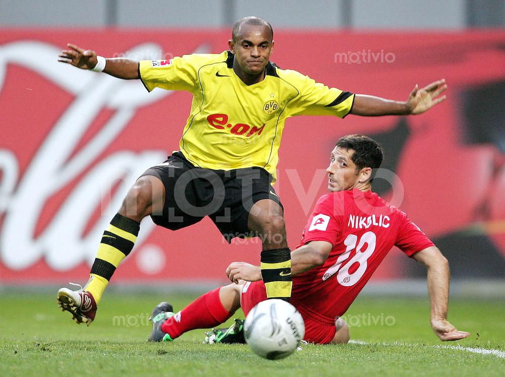 Fussball 1 Bundesliga Mainz Dortmund Zweikampf