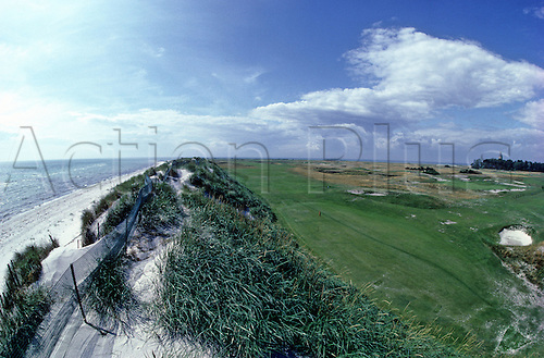 View of the 18th Green and hole beside the Baltic sea at Falsterbo Golf Club, Fyvagen, Sweden Photo: Brian Morgan/actionplus...course courses beach dunes links swedish 022
