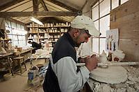 Europe/Europe/France/Midi-Pyrénées/46/Lot/ Puy-l'Évêque: Manufacture de Porcelaine Virebent / Le Modelage platre [Non destiné à un usage publicitaire - Not intended for an advertising use]
