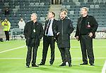 ***BETALBILD***  <br /> Stockholm 2015-05-25 Fotboll Allsvenskan Djurg&aring;rdens IF - AIK :  <br /> AIK:s ordf&ouml;rande Johan Segui och sportchef Bj&ouml;rn Wesstr&ouml;m ute p&aring; planen nedanf&ouml;r AIK:s supportrars l&auml;ktare i Tele2 Arena efter matchen mellan Djurg&aring;rdens IF och AIK <br /> (Foto: Kenta J&ouml;nsson) Nyckelord:  Fotboll Allsvenskan Djurg&aring;rden DIF Tele2 Arena AIK Gnaget supporter fans publik supporters slagsm&aring;l br&aring;k fight fajt gruff