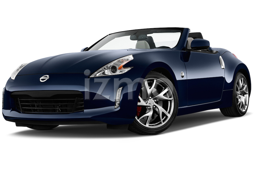 Low aggressive front three quarter view of a .2017 Nissan 370Z at Roadster