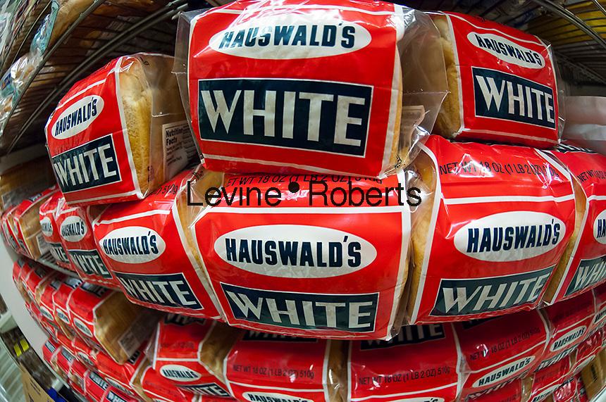 White bread in a supermarket in New York on Thursday, September 13, 2012. (© Richard B. Levine)