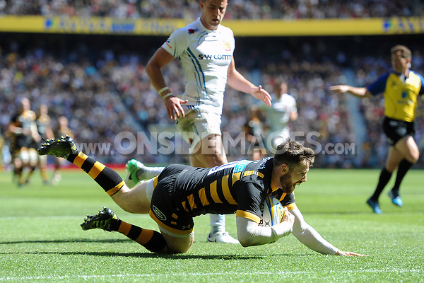 Elliot Daly of Wasps scores a try in the second half. Aviva Premiership Final, between Wasps and Exeter Chiefs on May 27, 2017 at Twickenham Stadium in London, England. Photo by: Patrick Khachfe / JMP