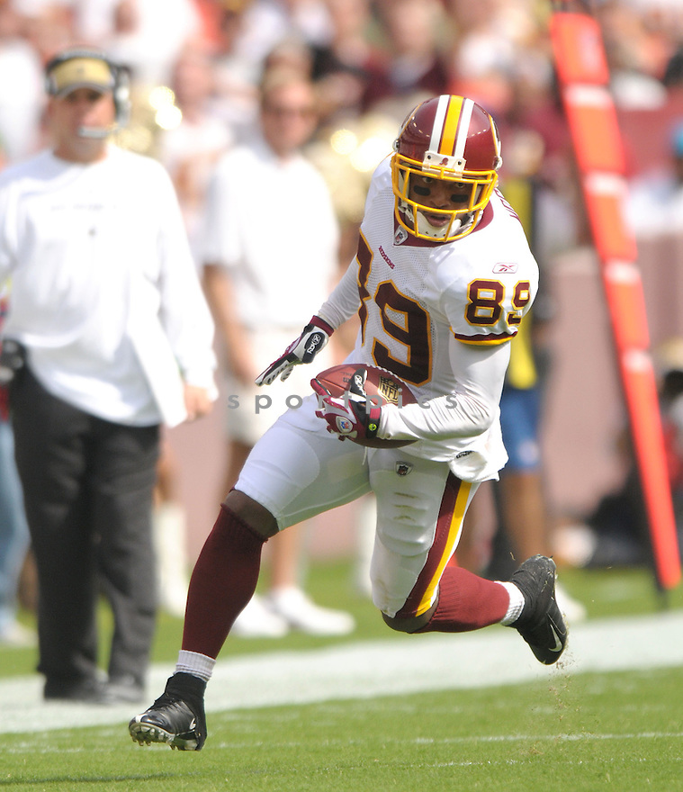 SANTANA MOSS, of the Washington Redskins, in action during the Redskins game against the New Orleans Saints on September 14, 2008 in Washington DC...Redskins win 29-24..SportPics