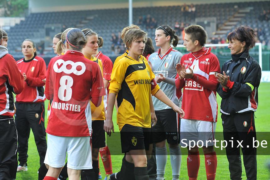 Bekerfinale 2012 : WD Lierse SK - Standard Femina :.Niki De Cock gaat door de erehaag.foto David Catry / Joke Vuylsteke / Vrouwenteam.be