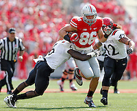 Ohio State Buckeyes tight end Jeff Heuerman (86) heads up field after a catch against San Diego State Aztecs defensive back Gabe Lemon (6) during the 1st quarter of their college football game at Ohio Stadium in Columbus on September 7, 2013.  (Dispatch photo by Kyle Robertson)