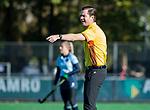 Laren -  scheidsrechter Thomas Duijnstee  tijdens de Livera hoofdklasse  hockeywedstrijd dames, Laren-Oranje Rood (1-3).  COPYRIGHT KOEN SUYK