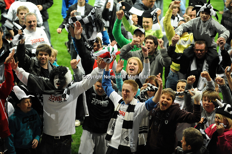 Sport Monday 16th May 2011 - Championship Play Off Second Leg Liberty Stadium Swansea City v Nottingham Forest<br /> <br /> Swansea City fans celebrate victory