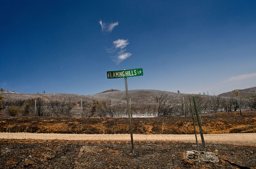 A scorched landscape remains in the rural community of Clearlake Oaks, California, USA, 15 August 2012, after a wildfire pushed through, leaving residents only minutes to evacuate. Several wildfires are blazing in the Western USA states of California, Oregon, Washington and Idaho forcing hundreds of people to evacuate their properties. (Alvin Jornada/European Pressphoto Agency)