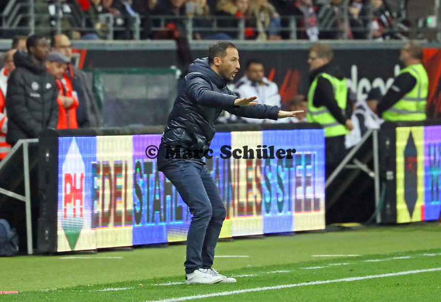 Trainer Domenico Tedesco (FC Schalke 04) regt sich auf - 11.11.2018: Eintracht Frankfurt vs. FC Schalke 04, Commerzbank Arena, DISCLAIMER: DFL regulations prohibit any use of photographs as image sequences and/or quasi-video.