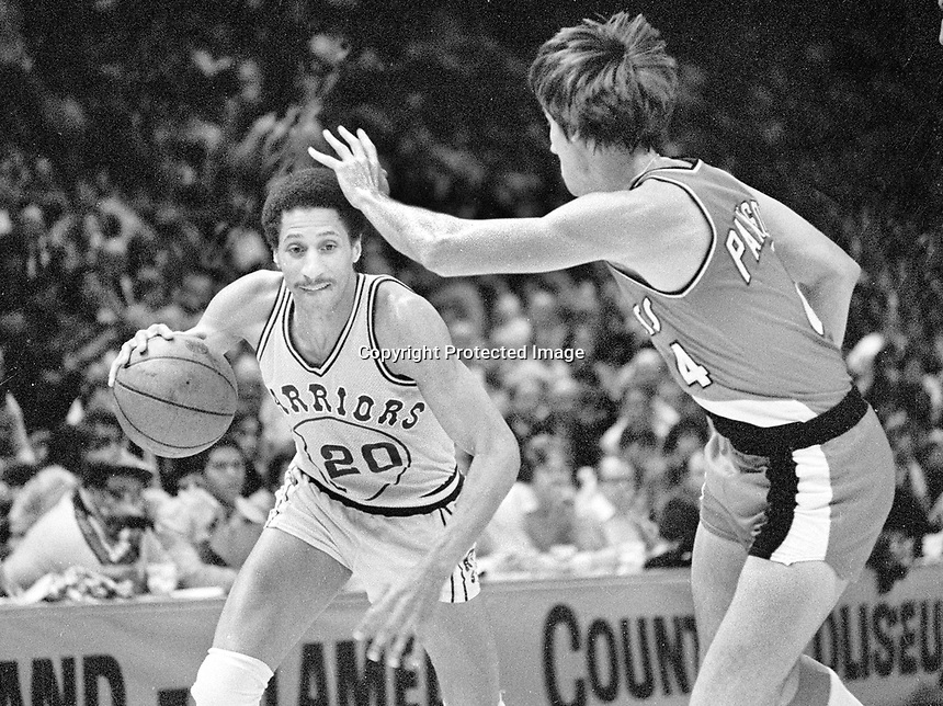 Warriors Phil Smith with Portland's Bill Paxton.(1980/photo..Ron Riesterer)