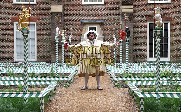 Roses In Garden: The Chapel Court Tudor Garden At Hampton Court Palace