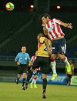 PEREIRA -COLOMBIA-02-08-2014. Juan G Velez (Izq) jugador de Aguilas Doradas disputa el balón con Nery Bareiro (Der) jugador de Atletico Junior en partido por la fecha 3 de la Liga Postobón II 2014 jugado en el estadio Hernán Ramírez Villegas de Pereira./ Juan G Velez (L) player of Aguilas Doradas fights the ball with Nery Bareiro (R) player of Atletico Junior for the third date of the Postobon Cup 2014 played at Hernan Ramirez Villegas of Pereira city.  Photo:VizzorImage/ CONT