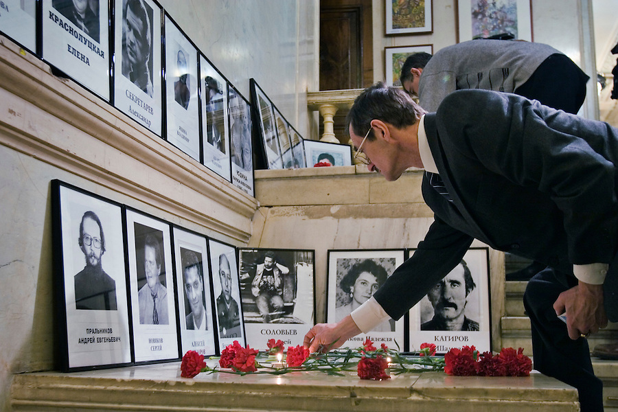 Moscow, Russia, 15/12/2006..Friends, colleagues and relatives of journalists killed in Russia gather in the Moscow House of Journalists for a memorial ceremony. A large number of journalists have been killed in connection with their work in Russia in recent years, over 20 since 2000 alone.