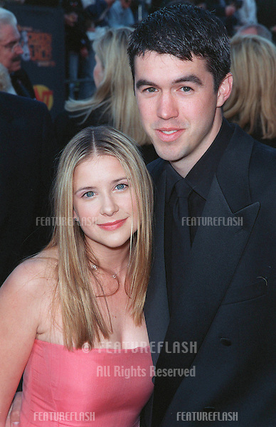 07MAR99: Actress KELLY MARTIN & boyfriend at the Screen Actors Guild Awards..© Paul Smith / Featureflash