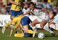 Shannon Boxx (7) looks for the ball during the match against Sweden, Landskamp, Sweden, July 5th, 2008.