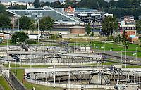 GERMANY, Hamburg, water treatment plant / DEUTSCHLAND Hamburg, Hamburg Wasser Klaerwerk Koehlbrandhoeft, Klaerbecken