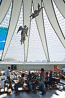 Brasilia_DF, Brasil...Interior da Catedral Metropolitana Nossa Senhora Aparecida ou Catedral de Brasilia, localizada na Esplanada dos Ministerios em Brasilia, Distrito Federal...Interior of the Metropolitan Cathedral Nossa Senhora Aparecida or Cathedral of Brasilia, located at the Esplanada dos Ministerios in Brasilia, Distrito Federal...Foto: JOAO MARCOS ROSA / NITRO