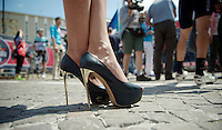 2013 Giro d'Italia.stage 10. .golden killer heels on pavé