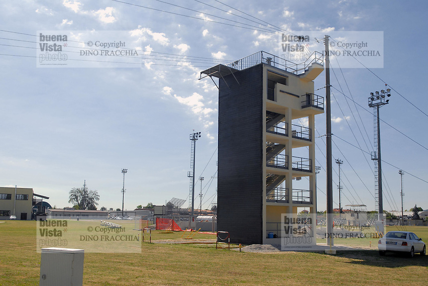 - Camp Ederle US Army base, launch tower for parachutists training....- base US Army di caserma Ederle, torre di addestramento per il lancio dei paracadutisti