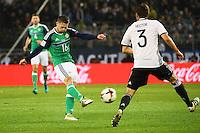 Oliver Norwood (Nordirland, Northern Ireland) gegen Jonas Hector (Deutschland Germany)- 11.10.2016: Deutschland vs. Nordirland, HDI Arena Hannover, WM-Qualifikation Spiel 3