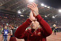 Calcio, Serie A: Roma vs Juventus. Roma, stadio Olimpico, 14 maggio 2017. <br /> Roma&rsquo;s Radja Nainggolan greets fans at the end of the Italian Serie A football match between Roma and Juventus at Rome's Olympic stadium, 14 May 2017. Roma won 3-1.<br /> UPDATE IMAGES PRESS/Riccardo De Luca