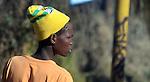 FUDBAL, JOHANEZBURG, 08. Jun. 2010. - Gradjanin Johanezburga sa kapom Svetskog prvenstva. U Juznoj Africi se od 11. juna do 11. jula odigrava Svetsko prvenstvo u fudbalu. Foto: Nenad Negovanovic