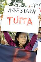 Roma, 18 Maggio 2012.Piazza Indipendenza, ambasciata di Germania.Protesta contro la repressione e gli arresti di Francoforte.Cartelli contro l'asse Roma-Berlino, la BCE e la Merkel.