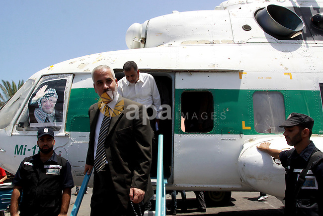 Palestinians inspect a helicopter used by late leader Yasser Arafat's during an old cars exhibition in Gaza City on June 29,2010. Photo by Mohammed Asad