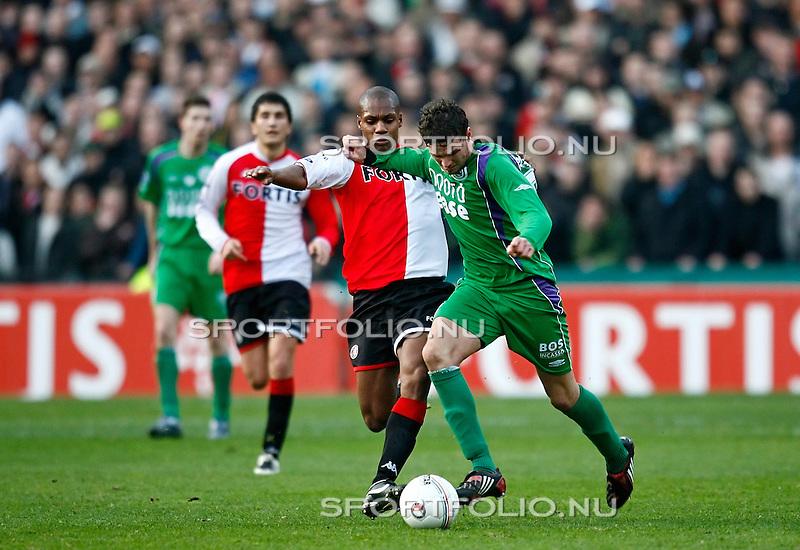 Nederland, Rotterdam, 27 januari 2008.Eredivisie.Seizoen 2007-2008.Feyenoord_FC Groningen (1-1).Marcus Berg (r) van FC Groningen in duel om de bal met Andre Bahia (r) van Feyenoord