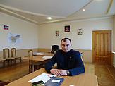 """Alexander Reingold ist Bürgermeister von Debalzewe. Kaum eine andere Stadt im Donbass hat so sehr unter den Kriegshandlungen gelitten wie Debalzewe. Heute versuchen die Separatisten der """"Donezker Volksrepublik"""", Debalzewe als Musterstadt wieder aufzubauen."""