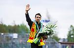S&ouml;dert&auml;lje 2014-05-18 Fotboll Superettan Syrianska FC - Hammarby IF :  <br /> Fd Syrianska och Hammarbyspelaren Suleyman Sleyman Sulan tackas av innan matchen<br /> (Foto: Kenta J&ouml;nsson) Nyckelord:  Syrianska SFC S&ouml;dert&auml;lje Fotbollsarena Hammarby HIF Bajen portr&auml;tt portrait
