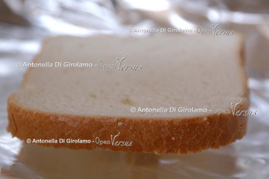 Fetta di pane. Slice of bread..