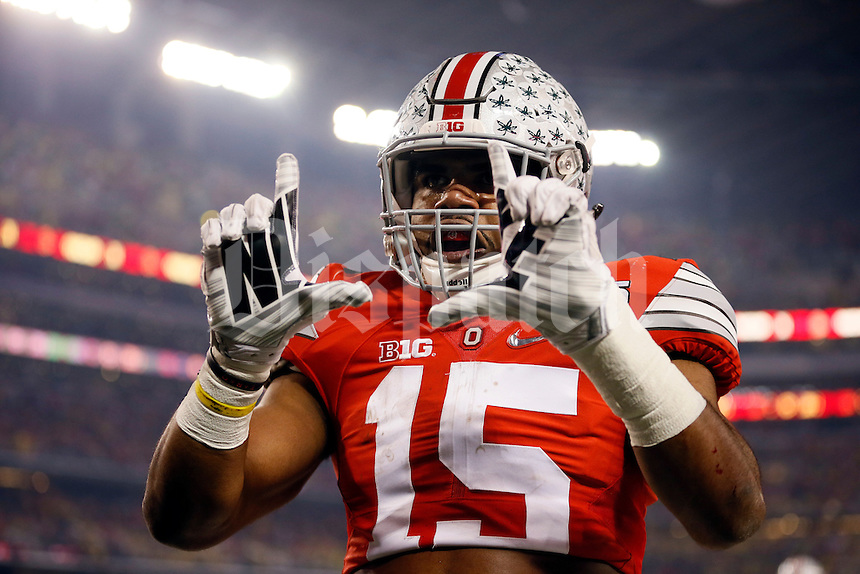 Ohio State Buckeyes running back Ezekiel Elliott (15) celebrates scoring a touchdown on a 33-yard run during the first quarter of the College Football Playoff National Championship against the Oregon Ducks at AT&T Stadium in Arlington, Texas on Jan. 12, 2015. (Adam Cairns / The Columbus Dispatch)