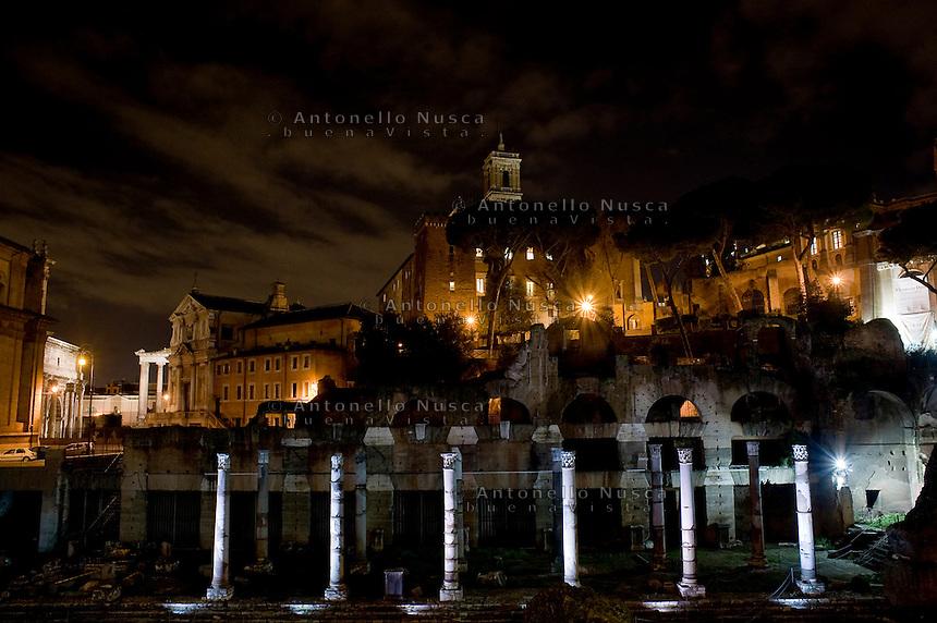 Il Foro Romano illuminato<br /> The Roman Forum illuminate by a new lighting system.