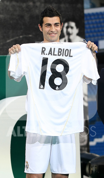 Real Madrid's new player Raul Albiol during his presentation. July 2 2009. (ALTERPHOTOS/Acero).