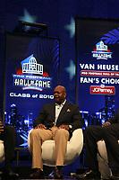 Neu-Hall-of-Famer Emmitt Smith<br /> NFL Hall of Fame PK *** Local Caption *** Foto ist honorarpflichtig! zzgl. gesetzl. MwSt. Auf Anfrage in hoeherer Qualitaet/Aufloesung. Belegexemplar an: Marc Schueler, Alte Weinstrasse 1, 61352 Bad Homburg, Tel. +49 (0) 151 11 65 49 88, www.gameday-mediaservices.de. Email: marc.schueler@gameday-mediaservices.de, Bankverbindung: Volksbank Bergstrasse, Kto.: 52137306, BLZ: 50890000